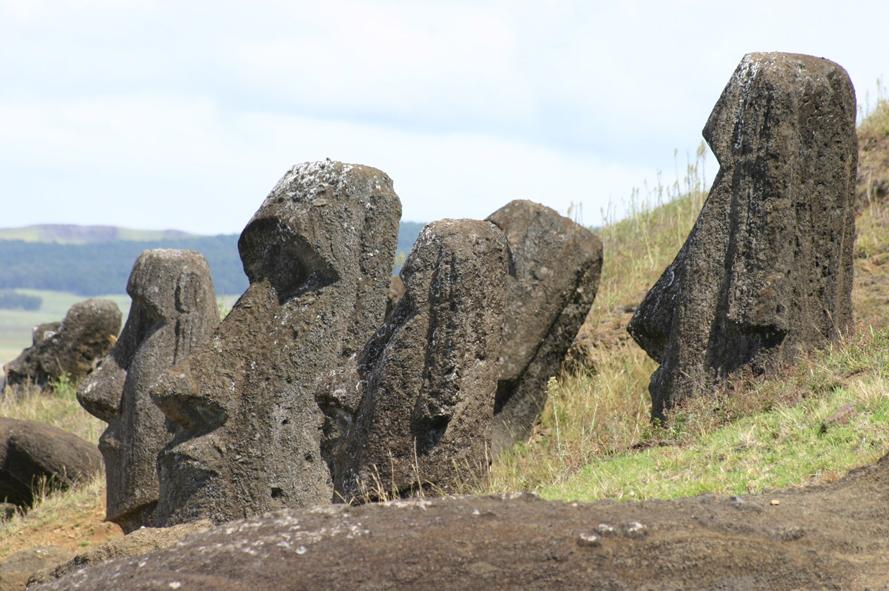Les Moaï du Rano Raraku.